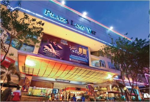 COZY 2BR Fairlane Residences Next To Lot 10, Kuala Lumpur