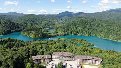 . Hotel Jezero