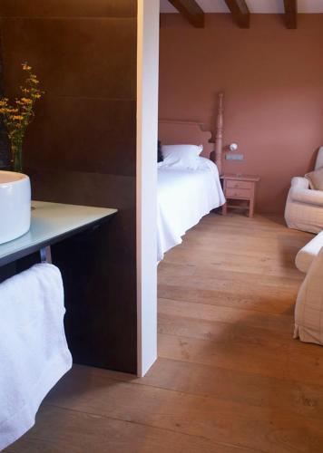 Double Room Hotel Mas Mariassa 9