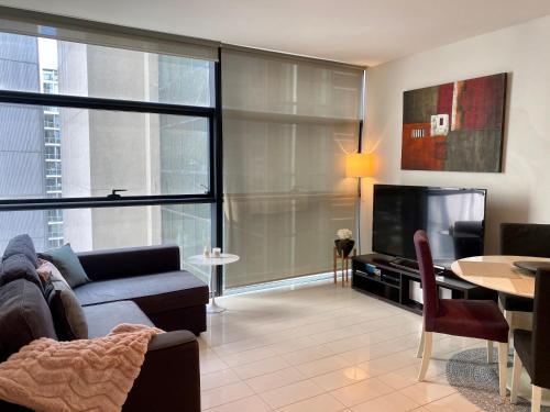 Sydney CBD Central Location - Spacious Apartment - Parking - Pool - Gym - Best Location - image 1