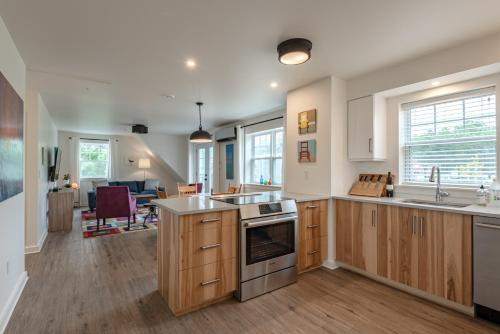 Fabulous Downtown Wolfville Suite with Parking  AC Laundry