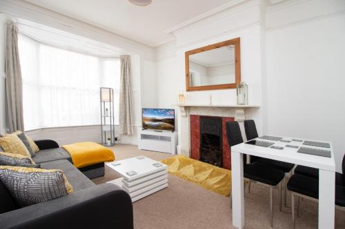 Spotless Apt In The Exeter City Centre Sleeps 4 Free Parking Superfast Wifi