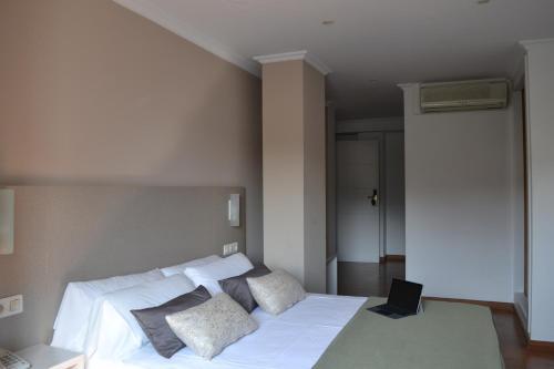 . Duerming Villa De Sarria Hotel