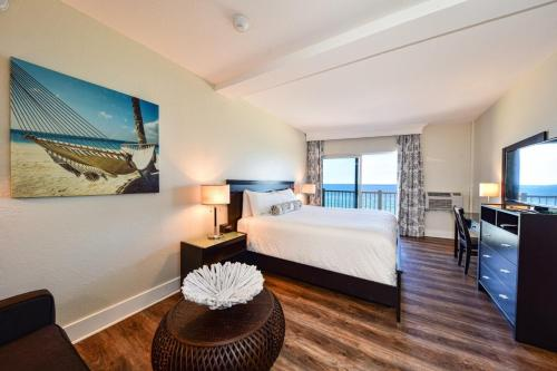 Sun Tower Hotel & Suites on the Beach - image 3