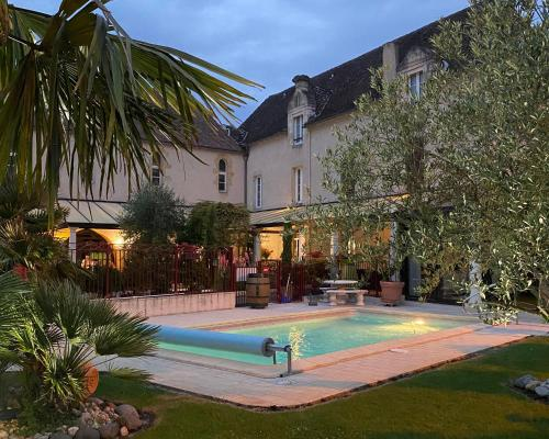 __{offers.Best_flights}__ Logis Hostellerie des Ducs