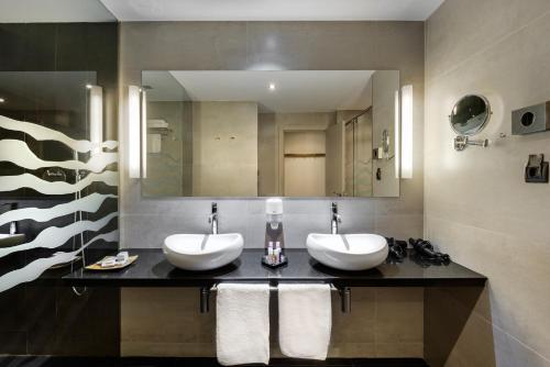 Doppelzimmer mit Bergblick Hotel Spa Aguas de los Mallos 7