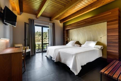 Doppelzimmer mit Bergblick Hotel Spa Aguas de los Mallos 6