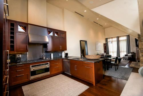Elevation Resort Residences at Solaris - Accommodation - Vail