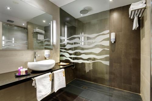 Junior Suite Hotel Spa Aguas de los Mallos 1