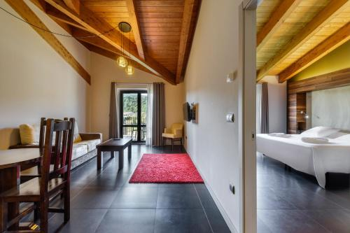 Suite Hotel Spa Aguas de los Mallos 5