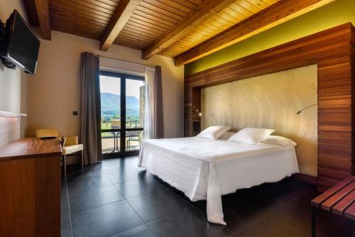 Doppelzimmer mit Bergblick Hotel Spa Aguas de los Mallos 1