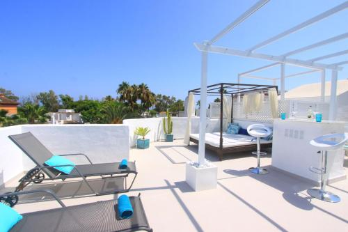 . 1108 Beachfront 2 apartments with roofterrace 80mtrgt; beach 3 pools