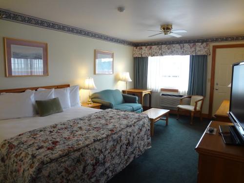Tugboat Inn - Boothbay Harbor, ME 04538
