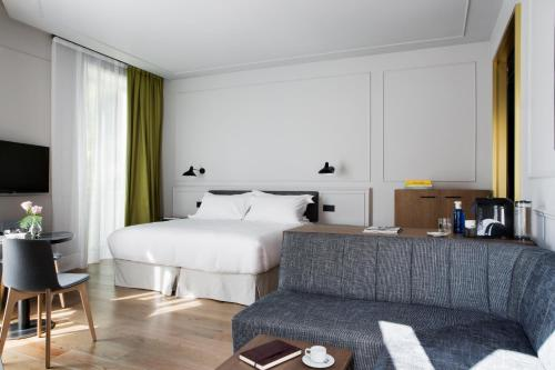 Junior Suite TÓTEM Madrid, a Small Luxury Hotel of the World 26