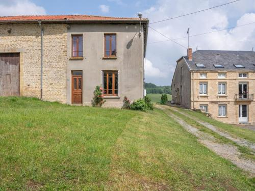 . Vintage Holiday Home with Private Garden in Nouart