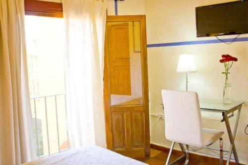 Habitación con cama grande y balcón - Uso individual Hotel Rural El Molino de Felipe 2