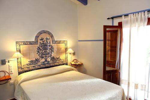 Habitación con cama grande y balcón - Uso individual Hotel Rural El Molino de Felipe 1
