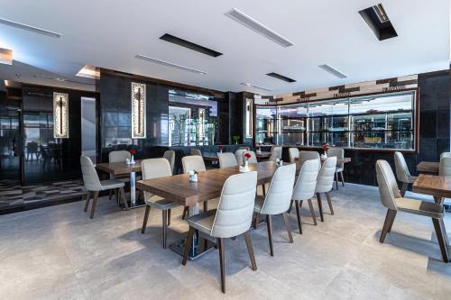 Y Platinum Hotel Main image 2