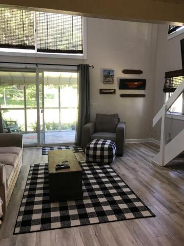Friendship Acres Apartment - Essex