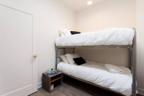 Mile-End 2-Bedroom Flat by Den Stays
