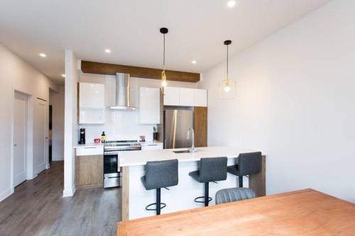 Light Filled 2-Bedroom Apartment in Mile End by Den Stays