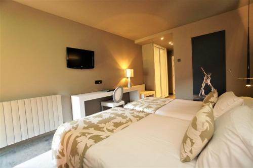 Double Room with Terrace Hotel & Spa Xalet Bringue 4