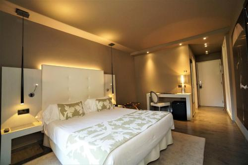 Double Room with Terrace Hotel & Spa Xalet Bringue 3