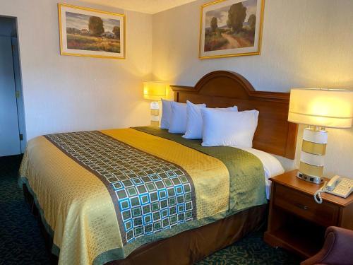 . Harrisonville Inn & Suites