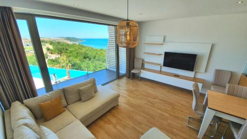 PRIVÉ Seaview Duplex Apartment