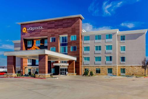. La Quinta Inn & Suites by Wyndham Northlake Ft. Worth