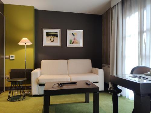 Junior Suite with jacuzzi Costa Esmeralda Suites 14