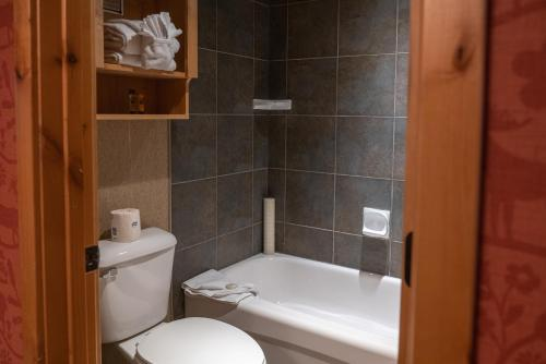 Fox Hotel And Suites - Photo 6 of 105