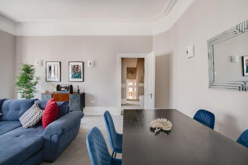 Huge Art Deco split-level flat central Southsea