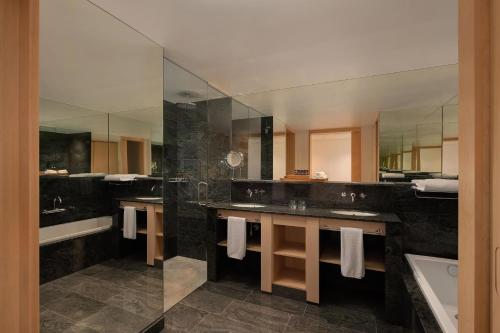 Riscal Suite, 1 King, Vineyards view, Mountain view Hotel Marqués de Riscal, a Luxury Collection Hotel, Elciego 4