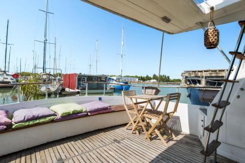 Charming boat with terrace on the waterfront of Bordeaux Welkeys - Hôtel - Bordeaux