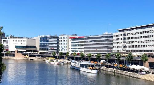 . Hotel Stadt Hamburg am Fluss Saarbrücken