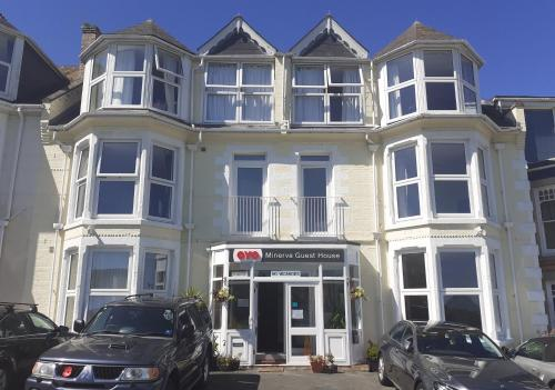 Oyo Minerva Guesthouse, Porth, Cornwall