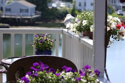 Harbour Towne Inn On The Waterfront - Boothbay Harbor, ME 04538