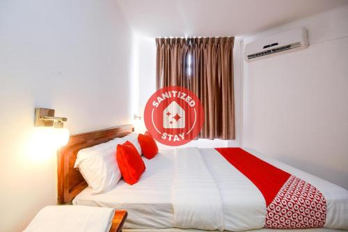 . OYO 989 Ostay Inn