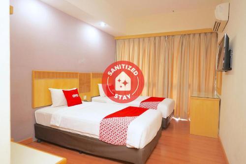 . OYO 89866 Houz Inn