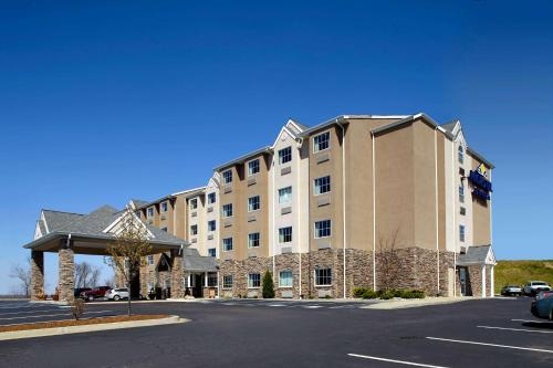 . Microtel Inn & Suites by Wyndham New Martinsville