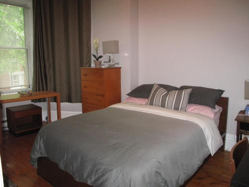 Backpacker College near McGill University - Private Executive King Room