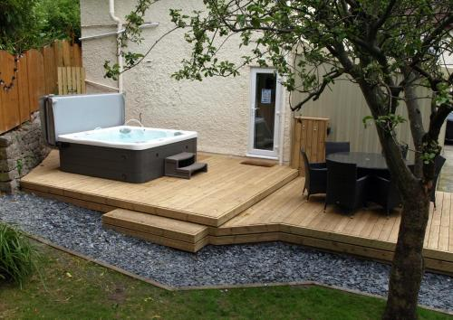 The Coachhouse - Cottage With Hot Tub Colwyn Bay