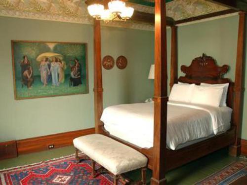 Chateau Tivoli Bed and Breakfast - image 9