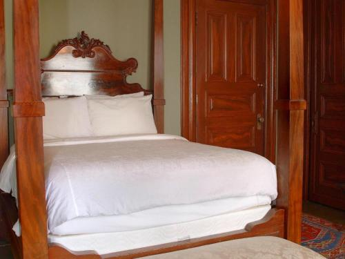 Chateau Tivoli Bed and Breakfast - image 10