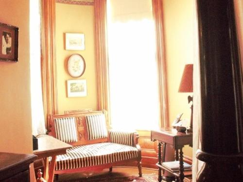 Chateau Tivoli Bed and Breakfast - image 4