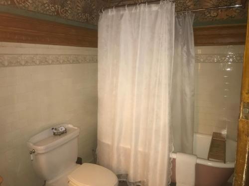 Chateau Tivoli Bed and Breakfast - image 14