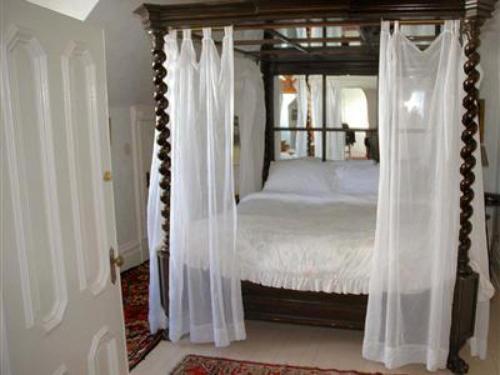 Chateau Tivoli Bed and Breakfast - image 8