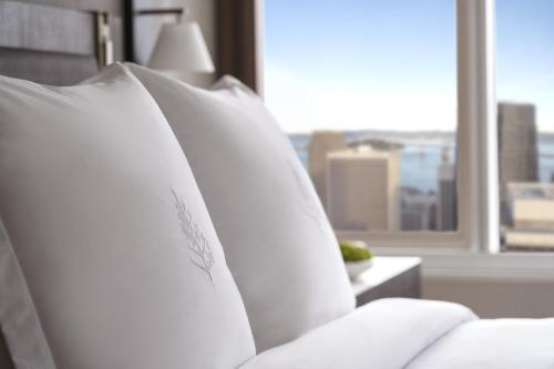 Four Seasons Hotel San Francisco at Embarcadero - image 5