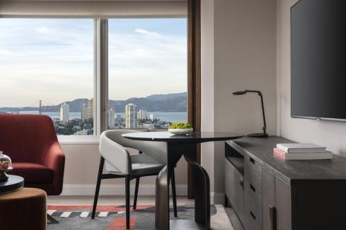 Four Seasons Hotel San Francisco at Embarcadero - image 6